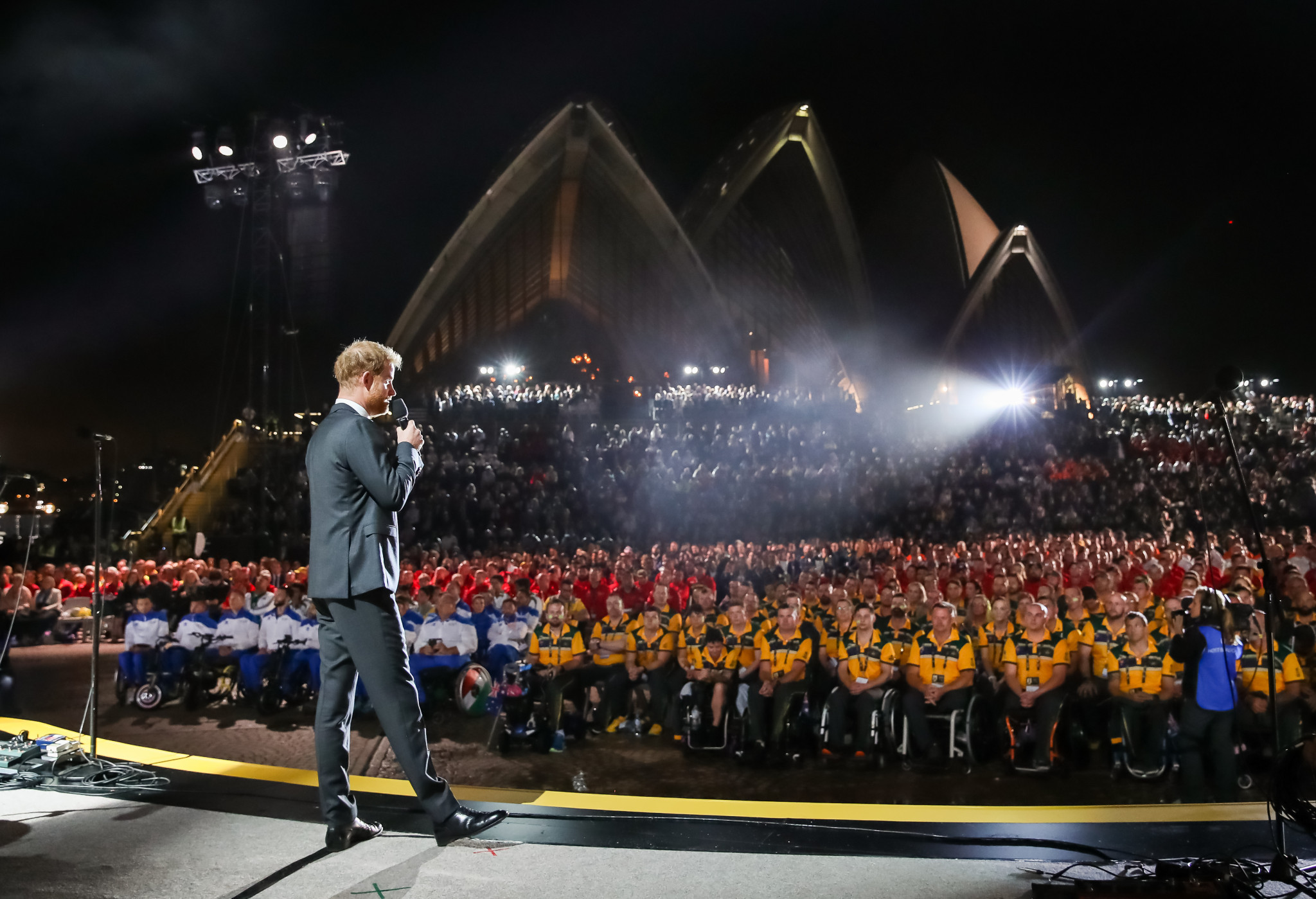 Prince Harry opens fourth Invictus Games at Sydney Opera House