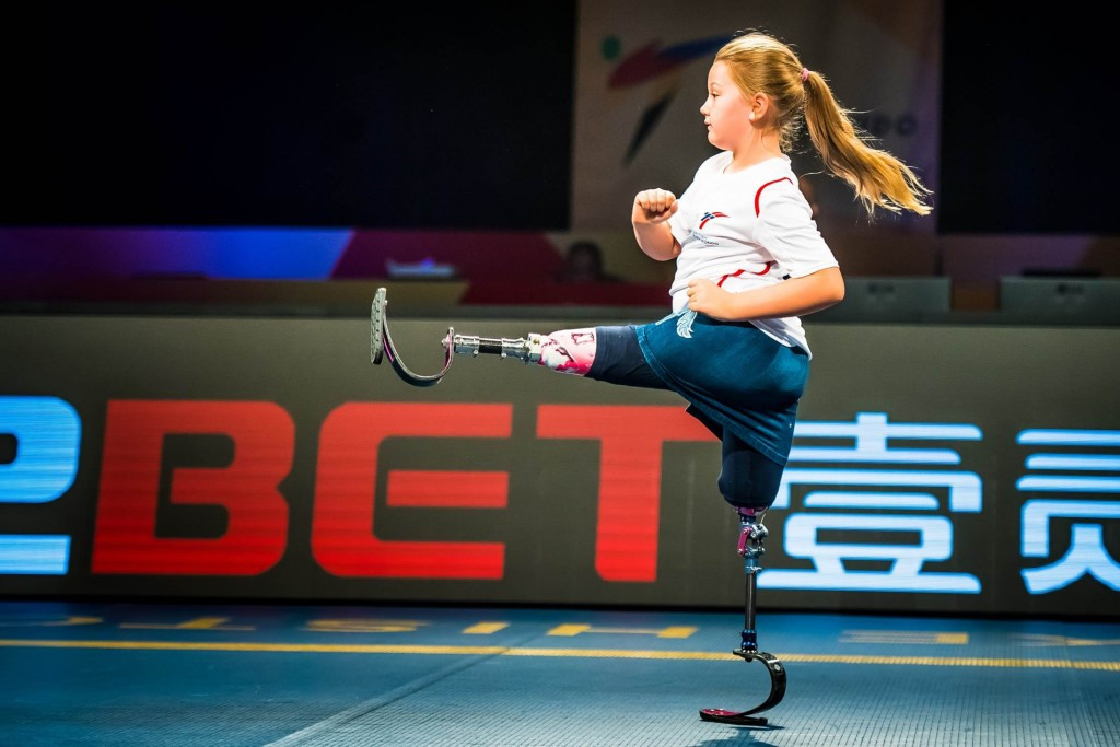 The crowd was treated to a demonstration of Para-poomsae by Maisie Catt whose presentation took place before Great Britain won a silver medal ©World Taekwondo
