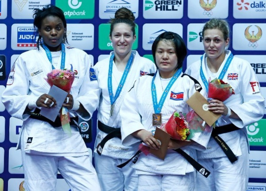 Natalie Powell (second left) won gold for Britain as team-mate Gemma Gibbons (right) took bronze ©IJF
