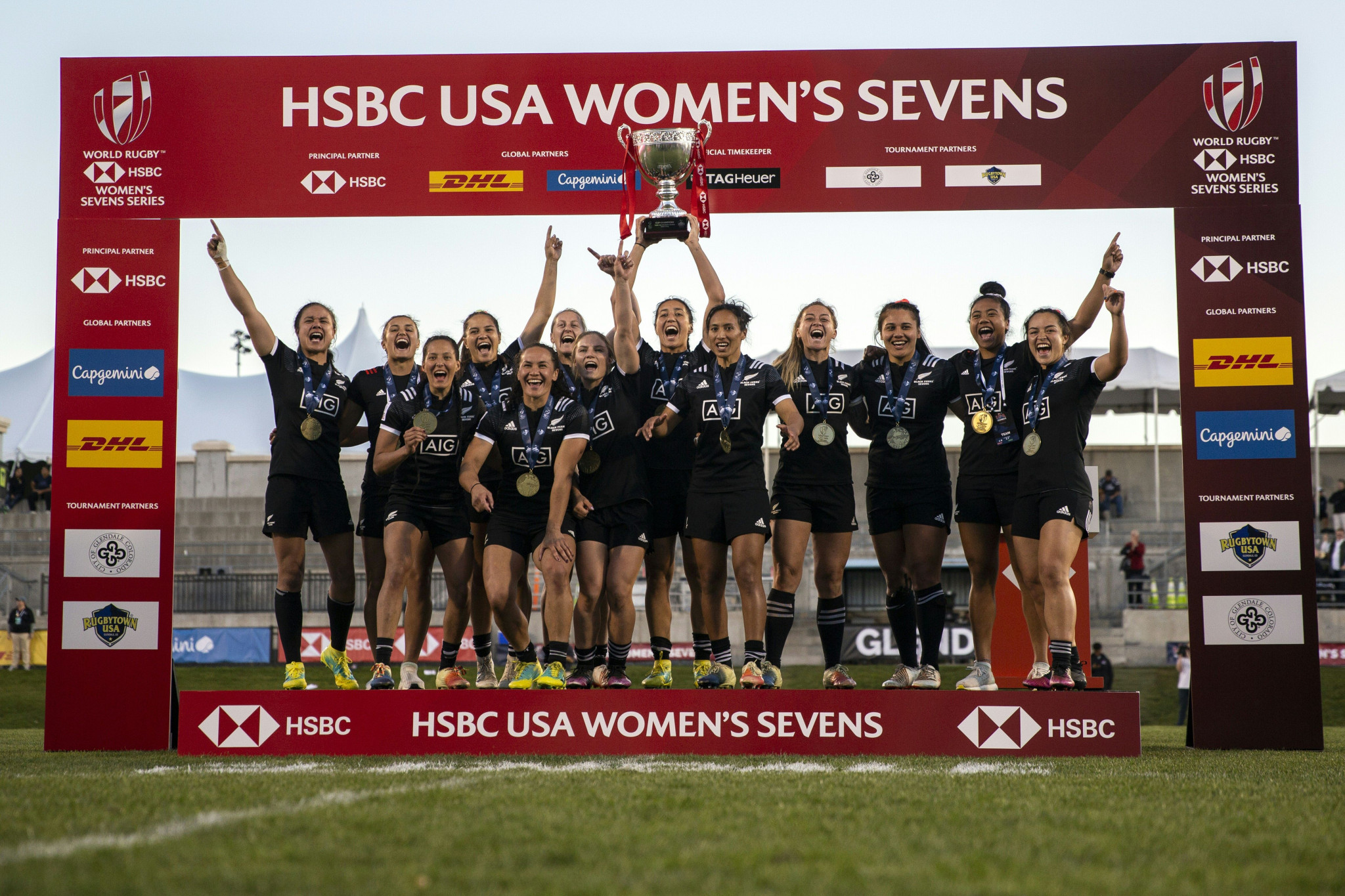New Zealand celebrate winning the opening event of the 2018-2019 World Rugby Women's Sevens Series after beating the hosts United States in Denver ©Getty Images