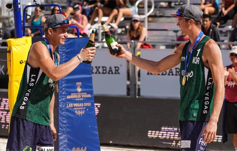 Norway's world number ones Anders Mol and Christian Sørum toast victory in the FIVB Beach World Tour four-star event in Las Vegas, where they beat Poland's Grzegorz FIjalek and Michal Bryl in the final ©FIVB