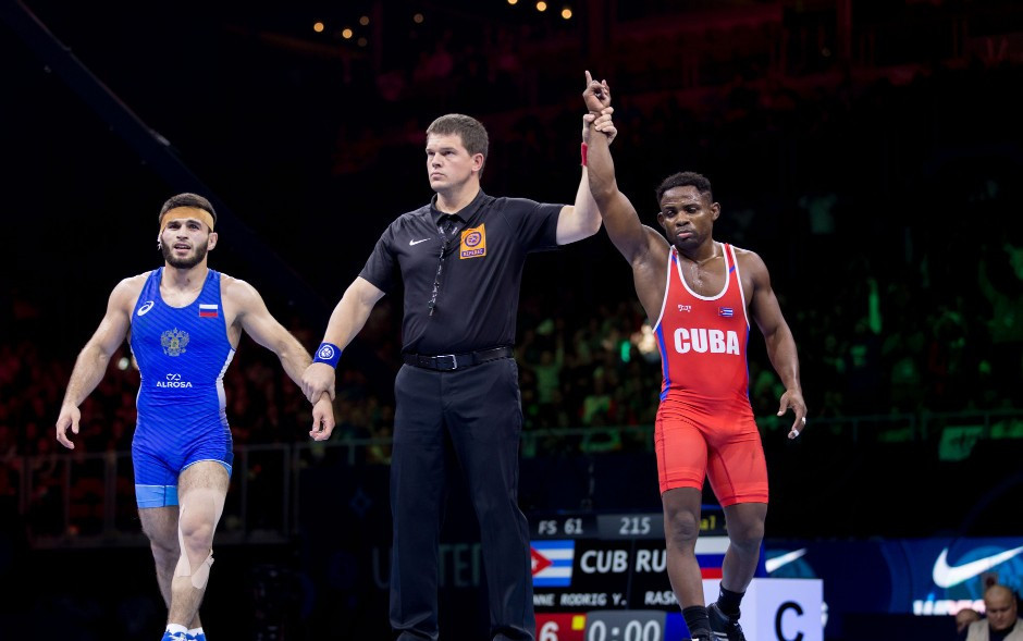 The incident occurred after Gadzhimurad Rashidov, left, lost in the men's 61kg freestyle final ©UWW