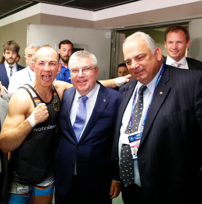 After the win Frank Staebler was congratulated by IOC President Thomas Bach, who had watched on from the crowd ©DRB