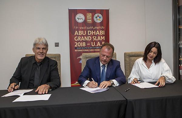 IJF President Marius Vizer signed a deal to introduce the Tel Aviv Grand Prix  ©IJF