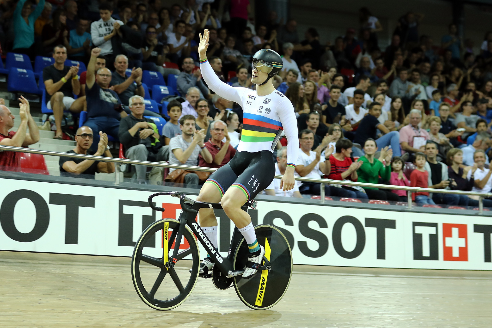 Glaetzer wins tight men's sprint final as UCI Track World Cup in Milton concludes