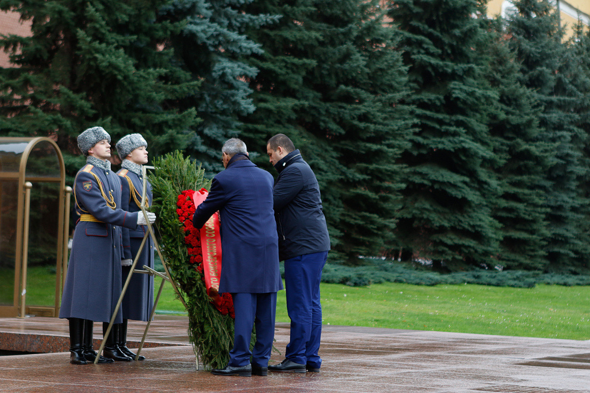 AIBA Interim President lays flowers at Tomb of the Unknown Solider in Moscow