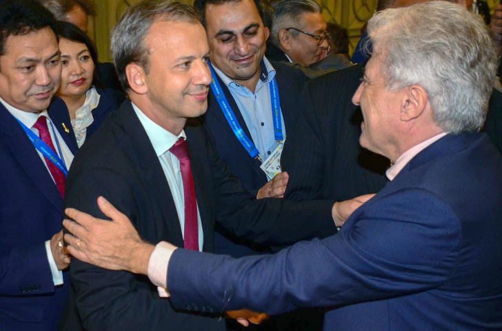 FIDE President Arkady Dvorkovich, centre, has promised to raise prize money for the men's and women's chess world championships ©Getty Images