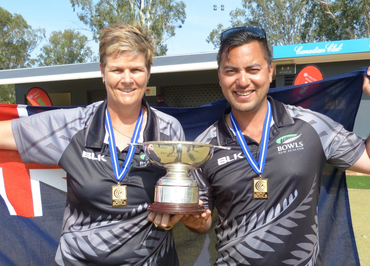 Edwards and McIlroy clinch World Bowls Champion of Champions titles