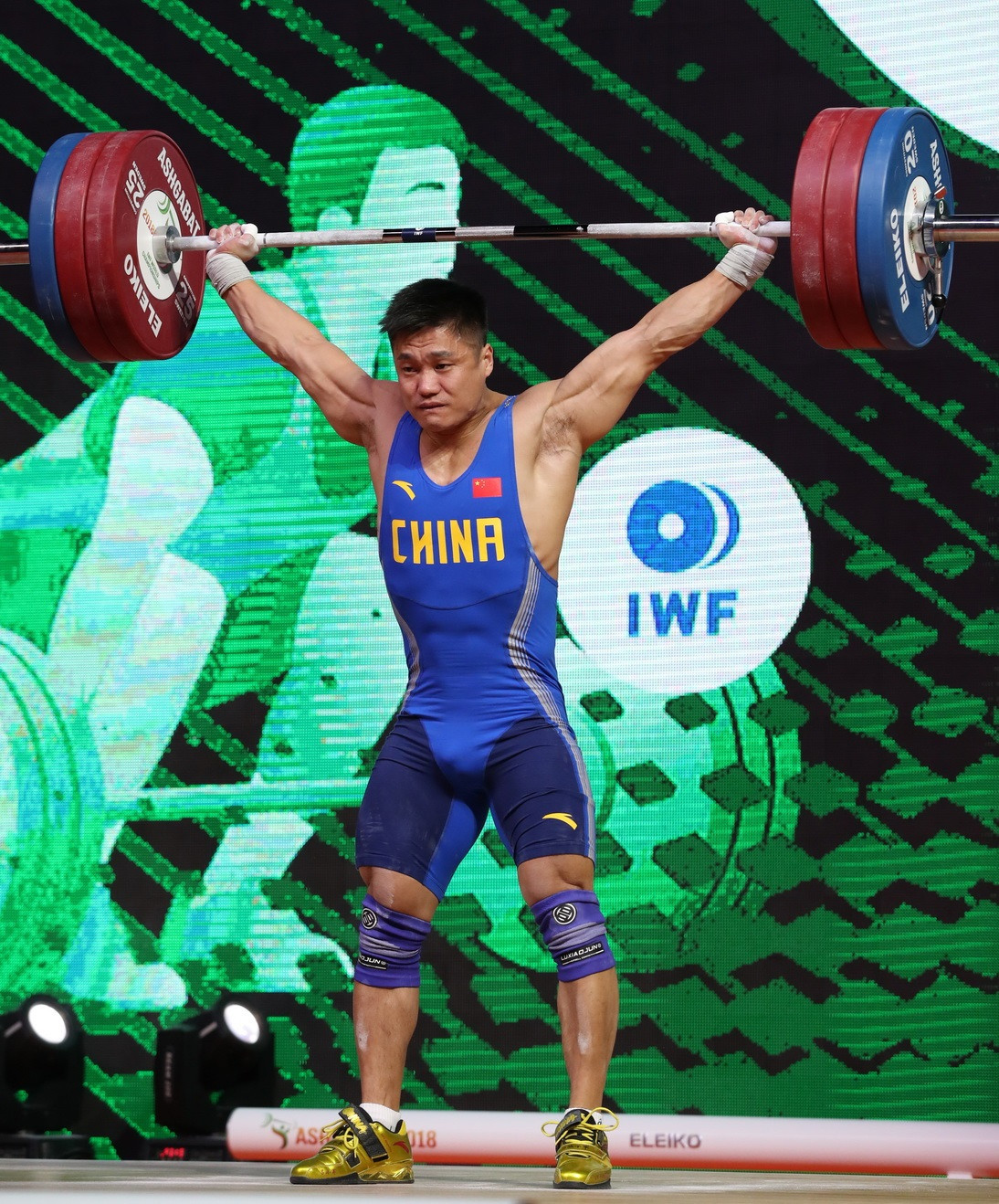 China's Lyu Xiaojun set a world standard total to win the overall men's 81kg gold medal ©IWF