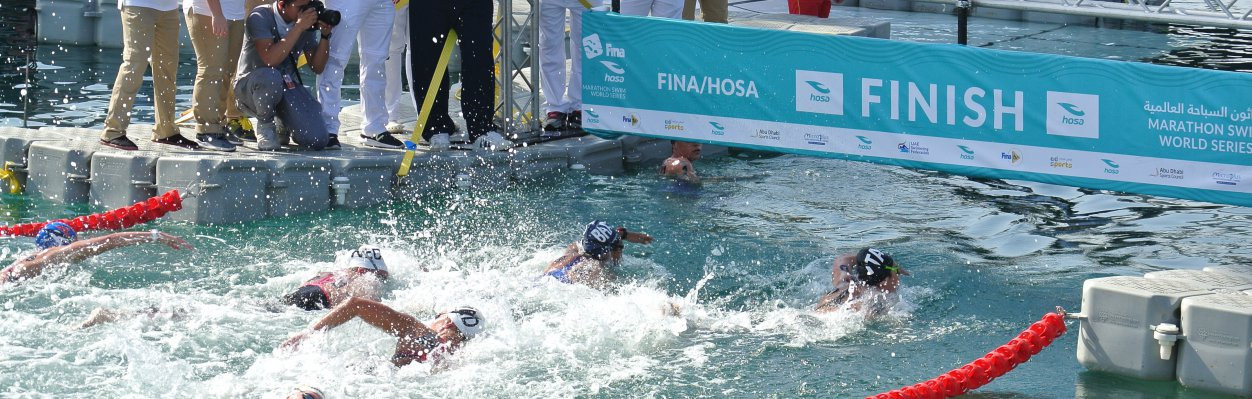 The men's race in the FINA 10km Marathon Swim World Series in Abu Dhabi produced a very close finish ©FINA