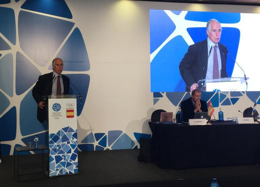CONI President Giovanni Malagò presented the region's candidature today ©CONI