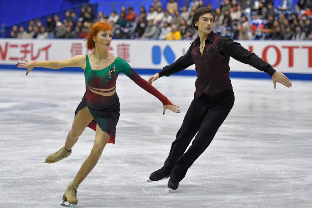 Russians Tiffani Zagorski and Jonathan Guerreiro lost the overnight lead ©ISU