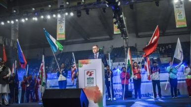"Rakhimov launches ""new era"" for boxing at AIBA Women's World Championships as competitors complain about pollution levels"