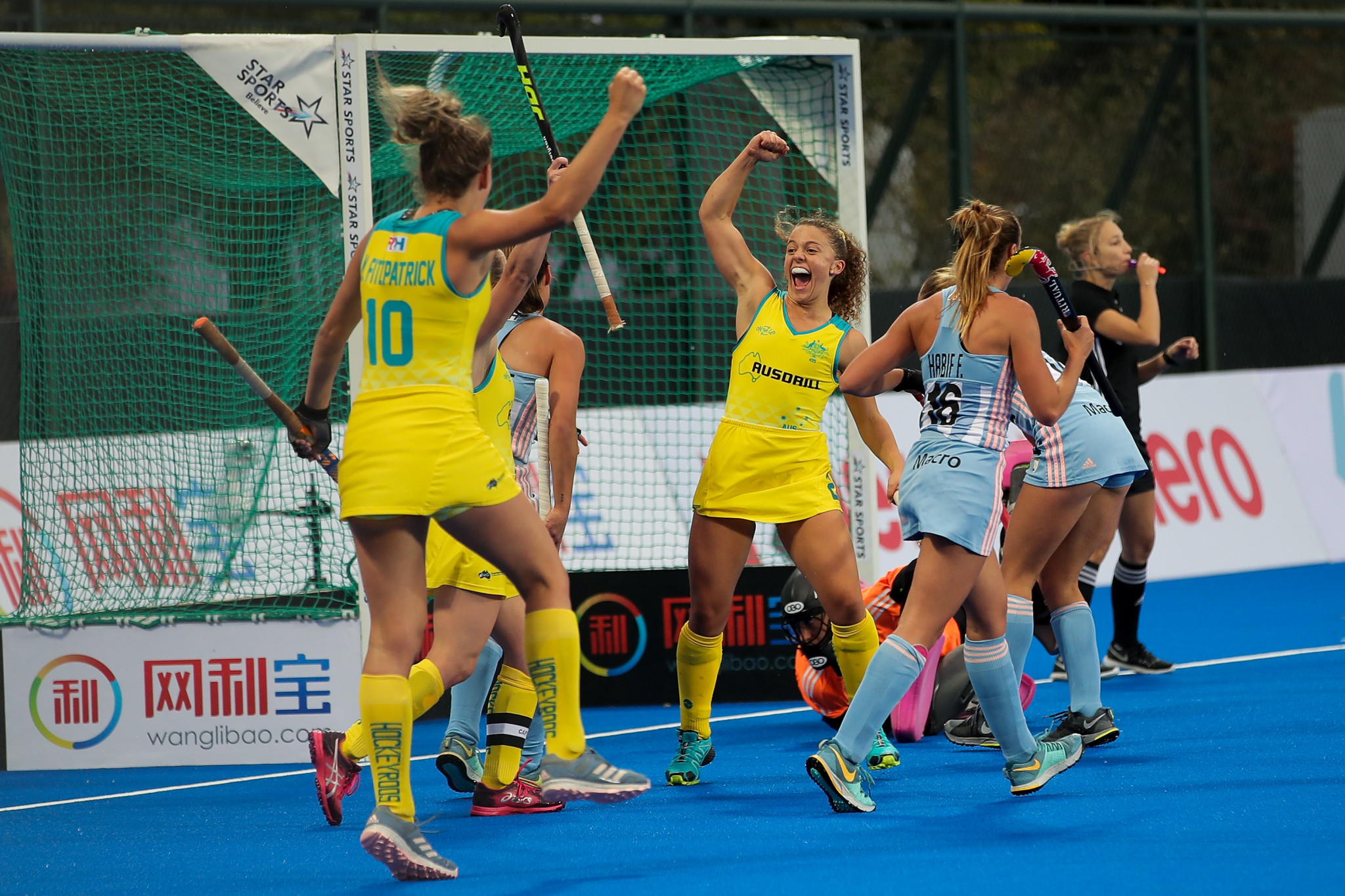 Australia celebrate scoring a goal in their 2-1 victory over Argentina at the FIH Women's Hockey Champions Trophy ©Getty Images