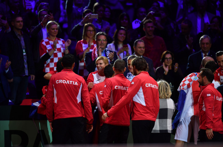 Croatia's Davis Cup-winning players share their triumph with the President, Kolinda Grabar-Kitarović, in Lille ©Getty Images