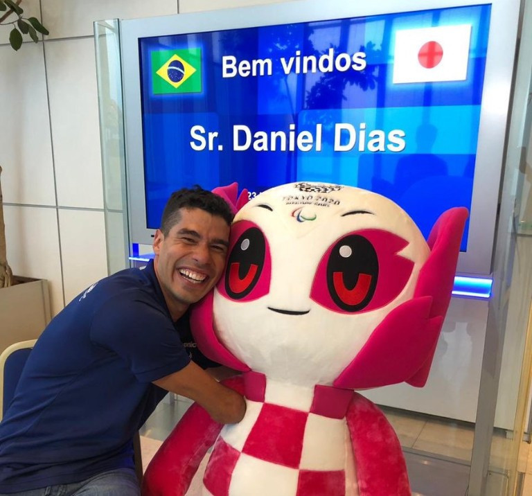 Paralympic stars Dias and Cole visit Tokyo 2020 Aquatics Centre on visit to Japanese capital