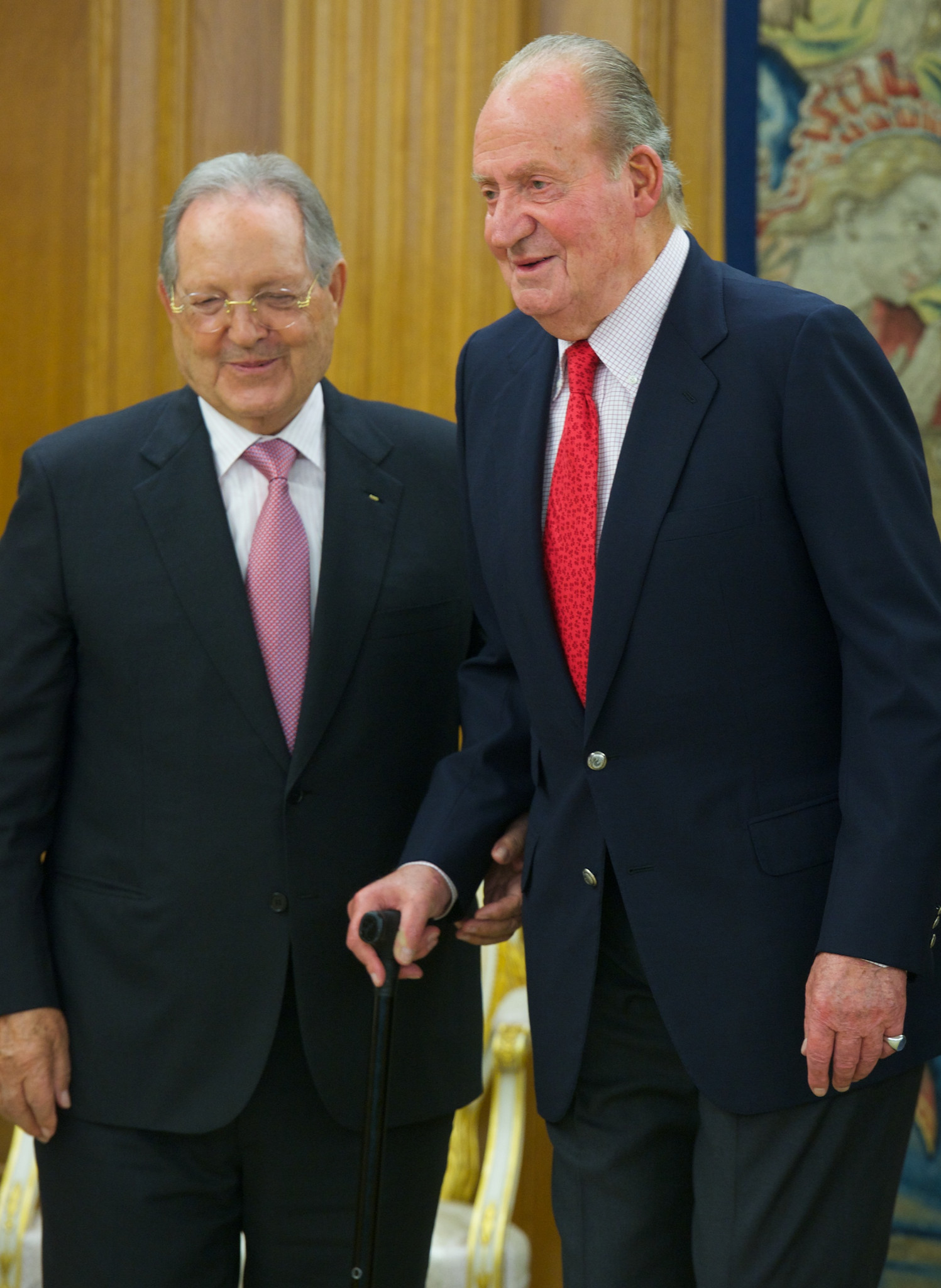Olegario Vázquez Raña, pictured here with Juan Carlos I of Spain, has been President of the ISSF for 38 years ©Getty Images