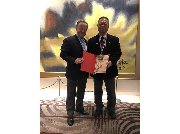 Rafael Santonja, left, presented Fujiwara Tatsuya, President of the Japanese Fitness and Bodybuilding Federation, with the IFBB Gold Medal during the ANOC General Assembly in Tokyo ©IFBB