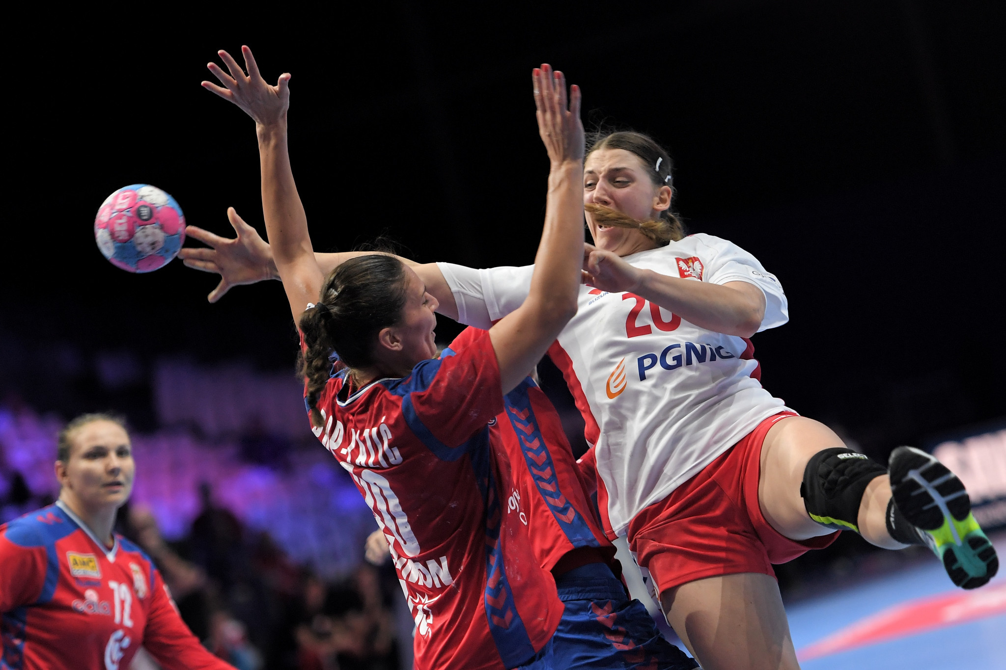 Serbia beat Poland 33-26 in their Group A game at the European Women's Handball Championships in Nantes ©Getty Images