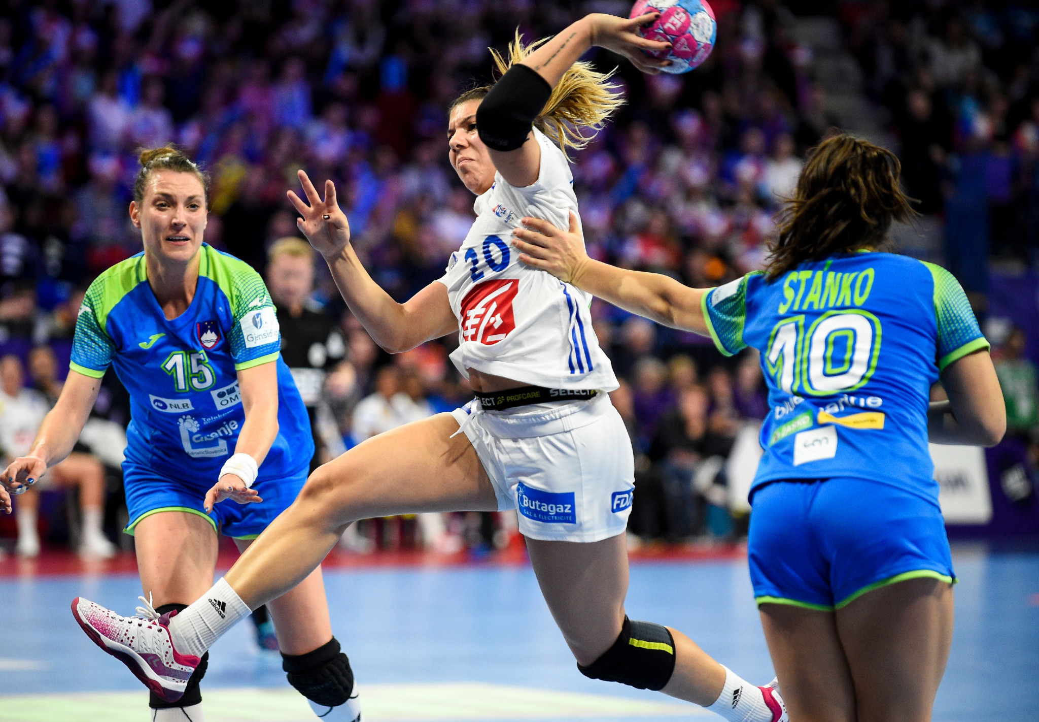 Hosts France get first win of European Women's Handball Championships after disappointing start