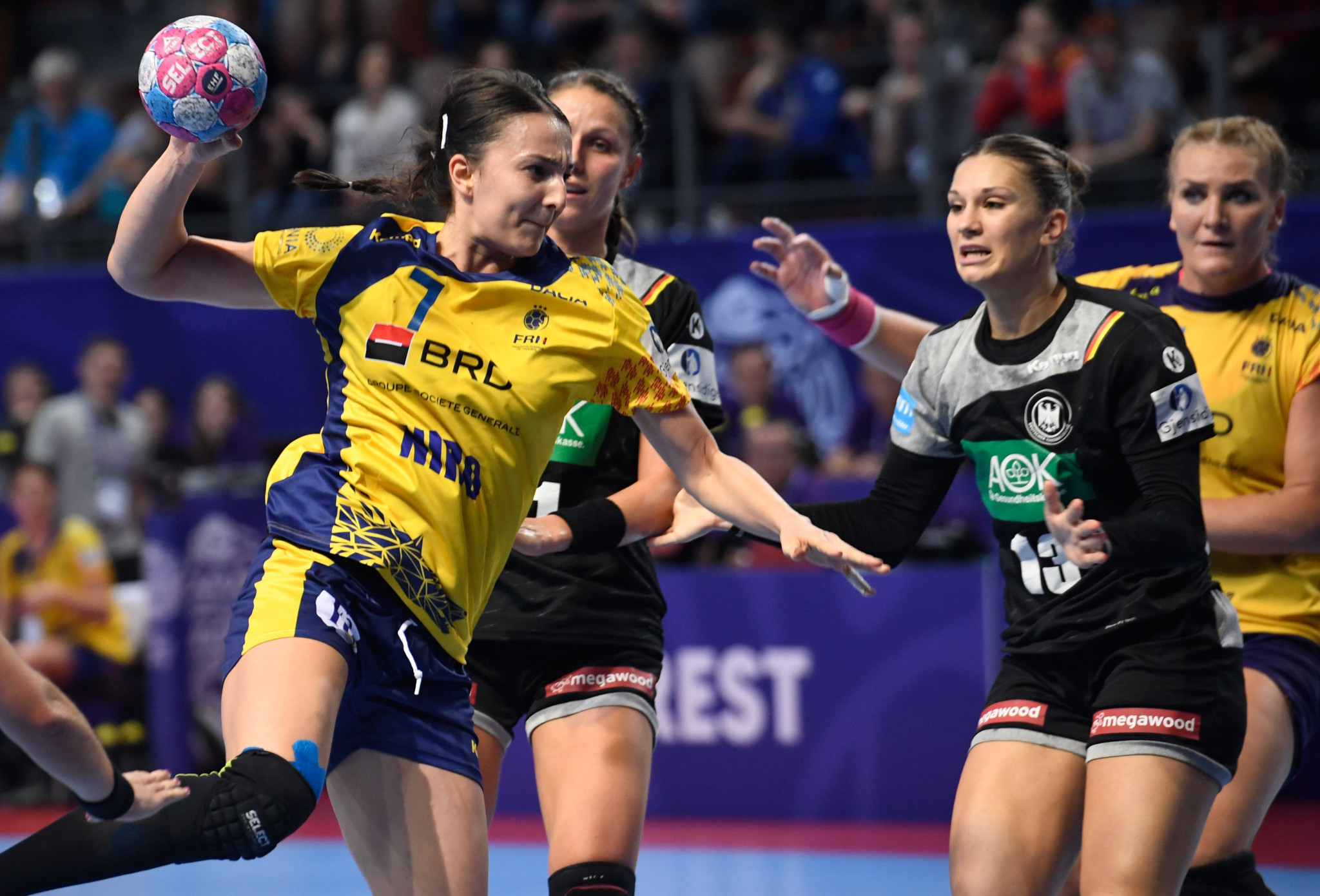 Romania beat Germany at the European Women's Handball Championships to progress into the main round ©Getty Images