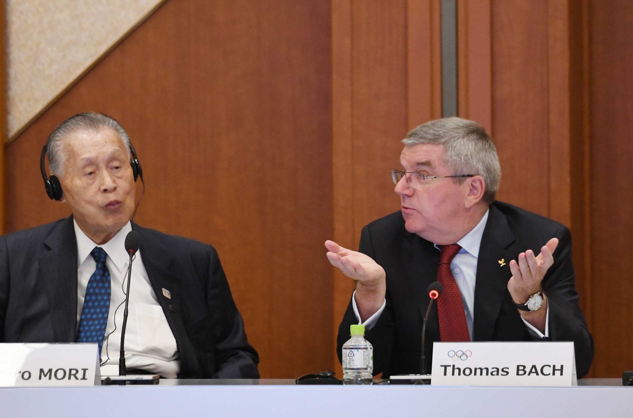 Tokyo 2020 President Yoshirō Mori, left, had called for a ticketing law to be introduced last year ©Getty Images