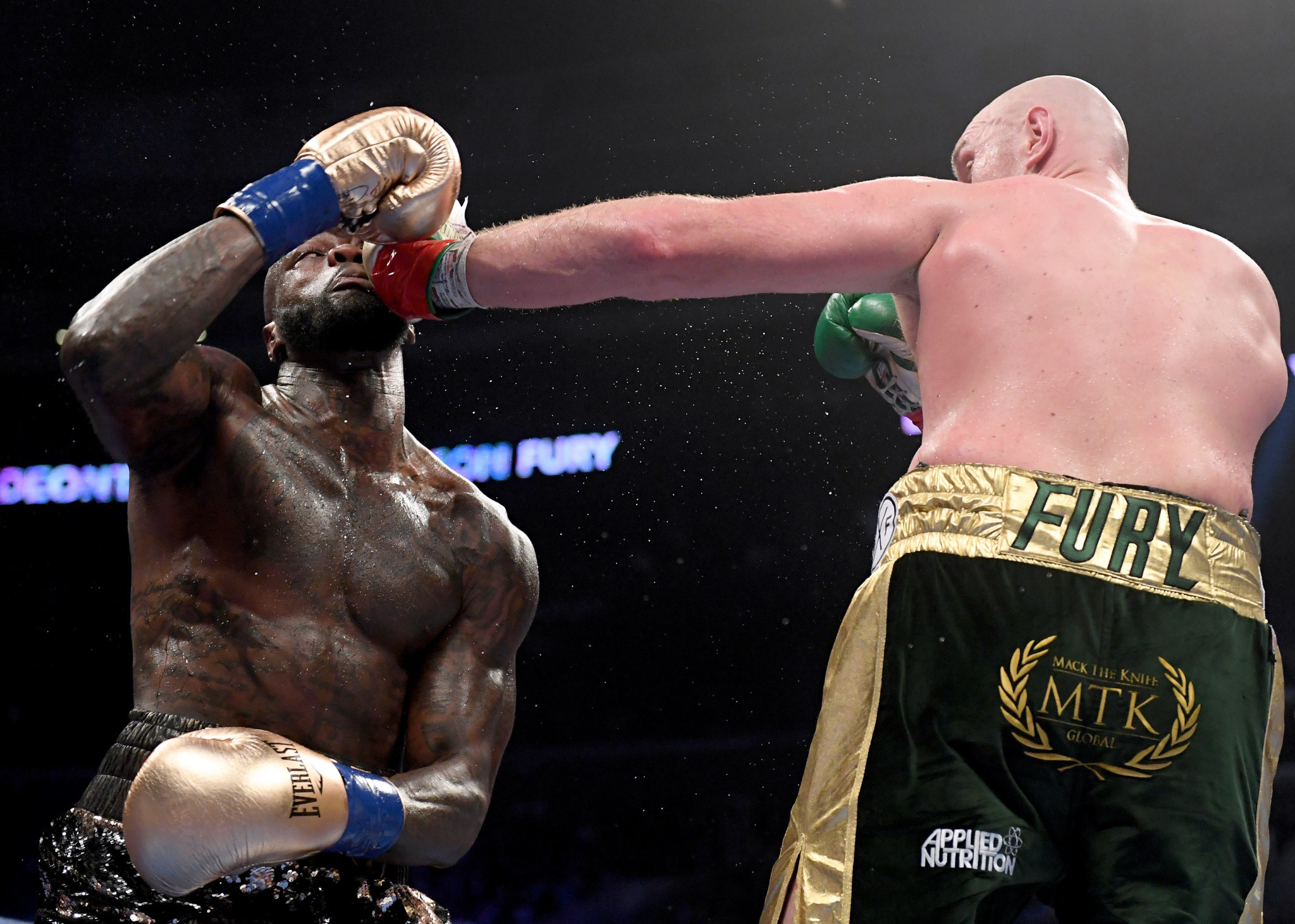Many spectators thought Tyson Fury had done enough to claim victory but the final verdict was a draw ©Getty Images