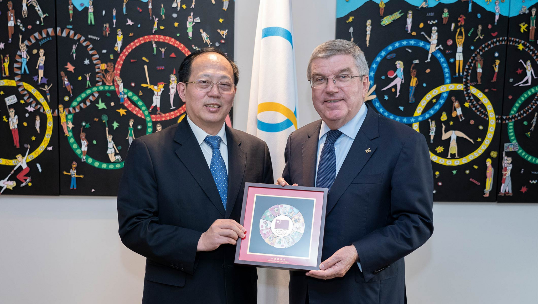 Gou Zhongwen, left, opened the new offices with IOC President Thomas Bach ©IOC