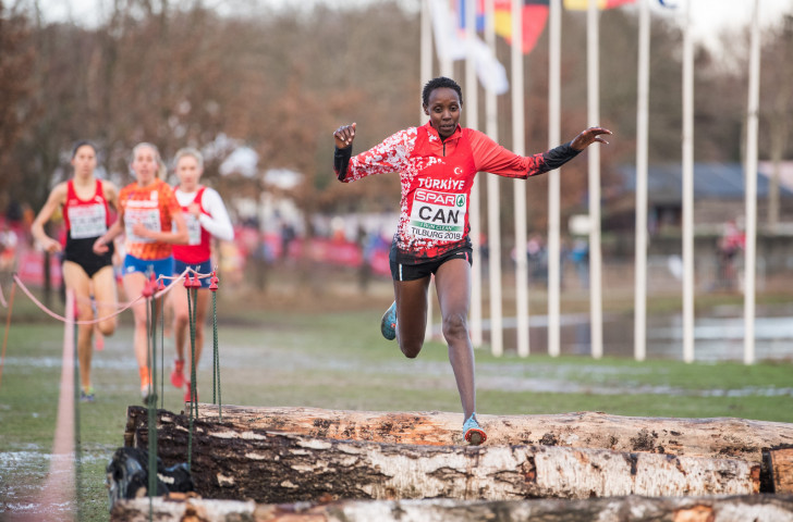 Turkey's naturalised Kenyan runner Yasemin Can en route to a successful defence of the women's senior title at the European Cross Country Championships in Tilburg in The Netherlands ©Getty Images