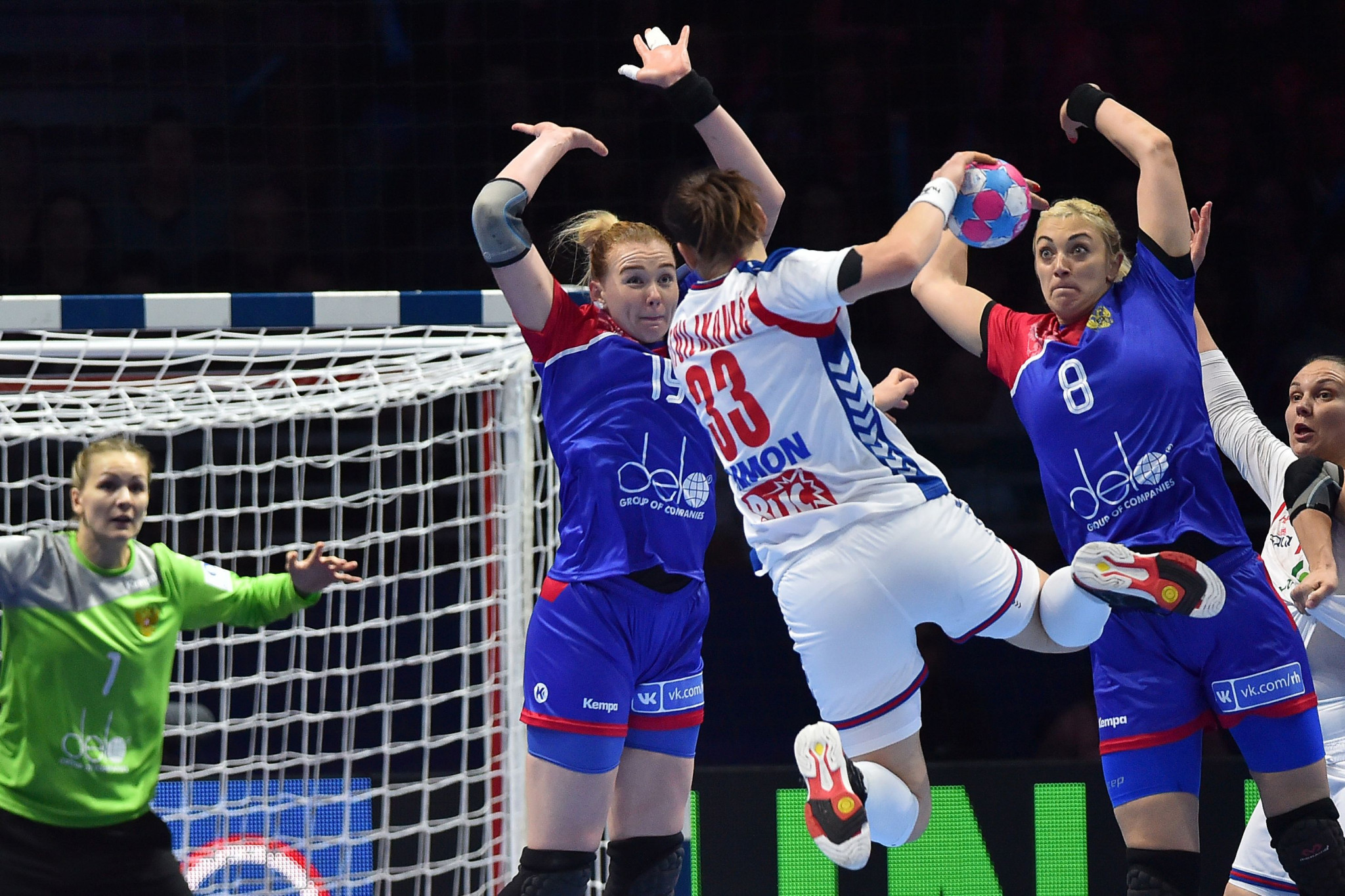 Russia defeated Serbia 29-25 in Group I of the main round at the European Women's Handball Championships ©Getty Images