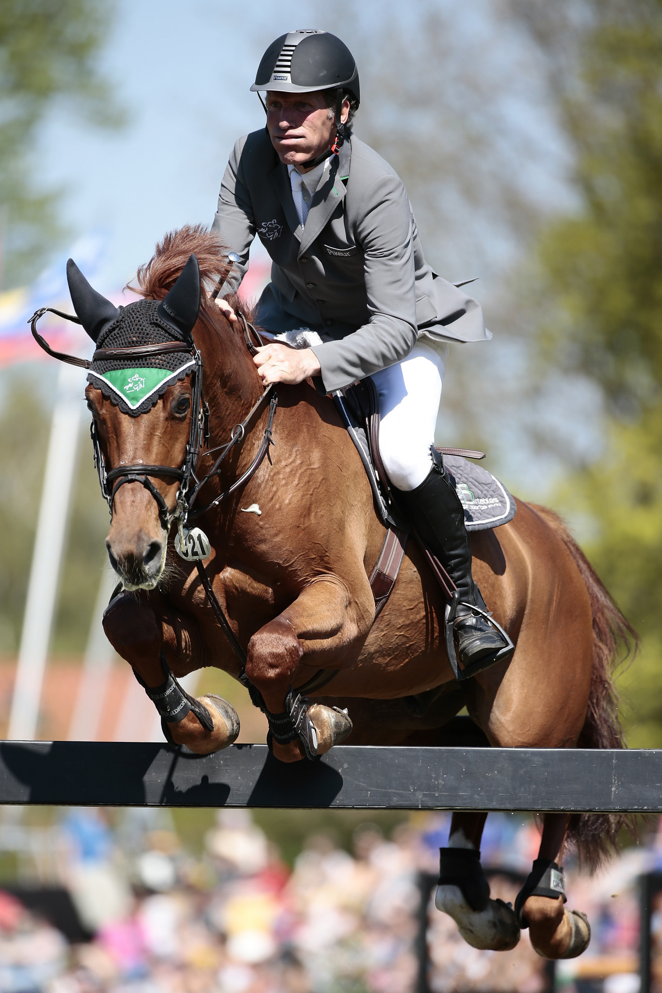 Germany's multiple Olympic champion Ludger Beerbaum was the only rider left in the jump-off after Edwin Tops-Alexander but could not prevent her winning the latest stage of the World Cup Western European League ©FEI