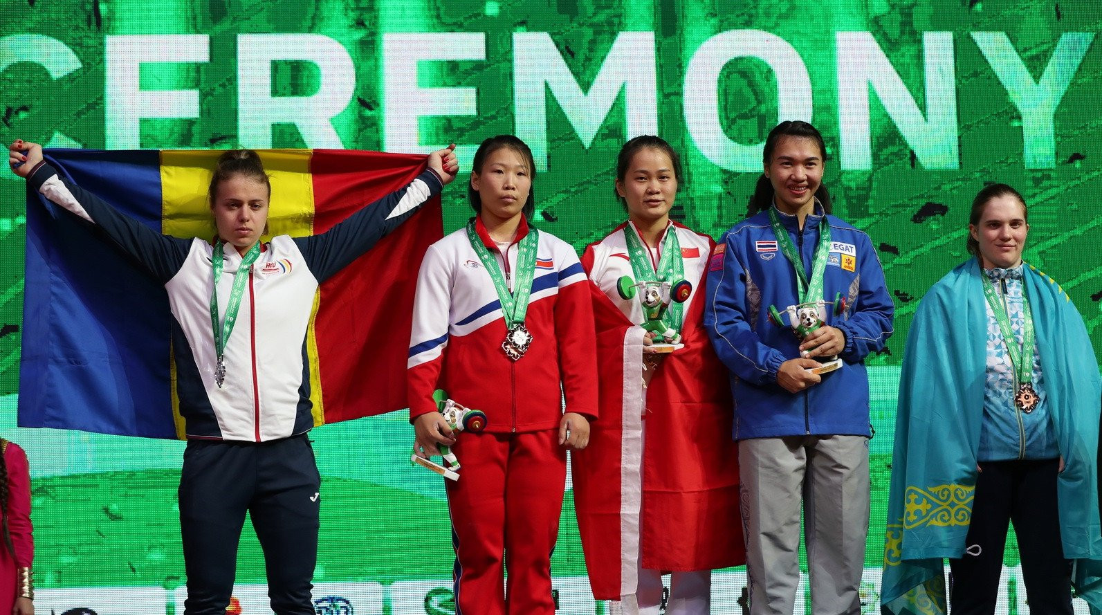 Deng Wei, centre, was part of a dominant Chinese team which competed at the IWF World Championships in Ashgabat ©IWF