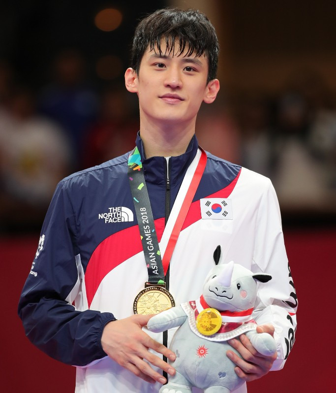 Triple world taekwondo champion Lee to stage event on Jeju Island