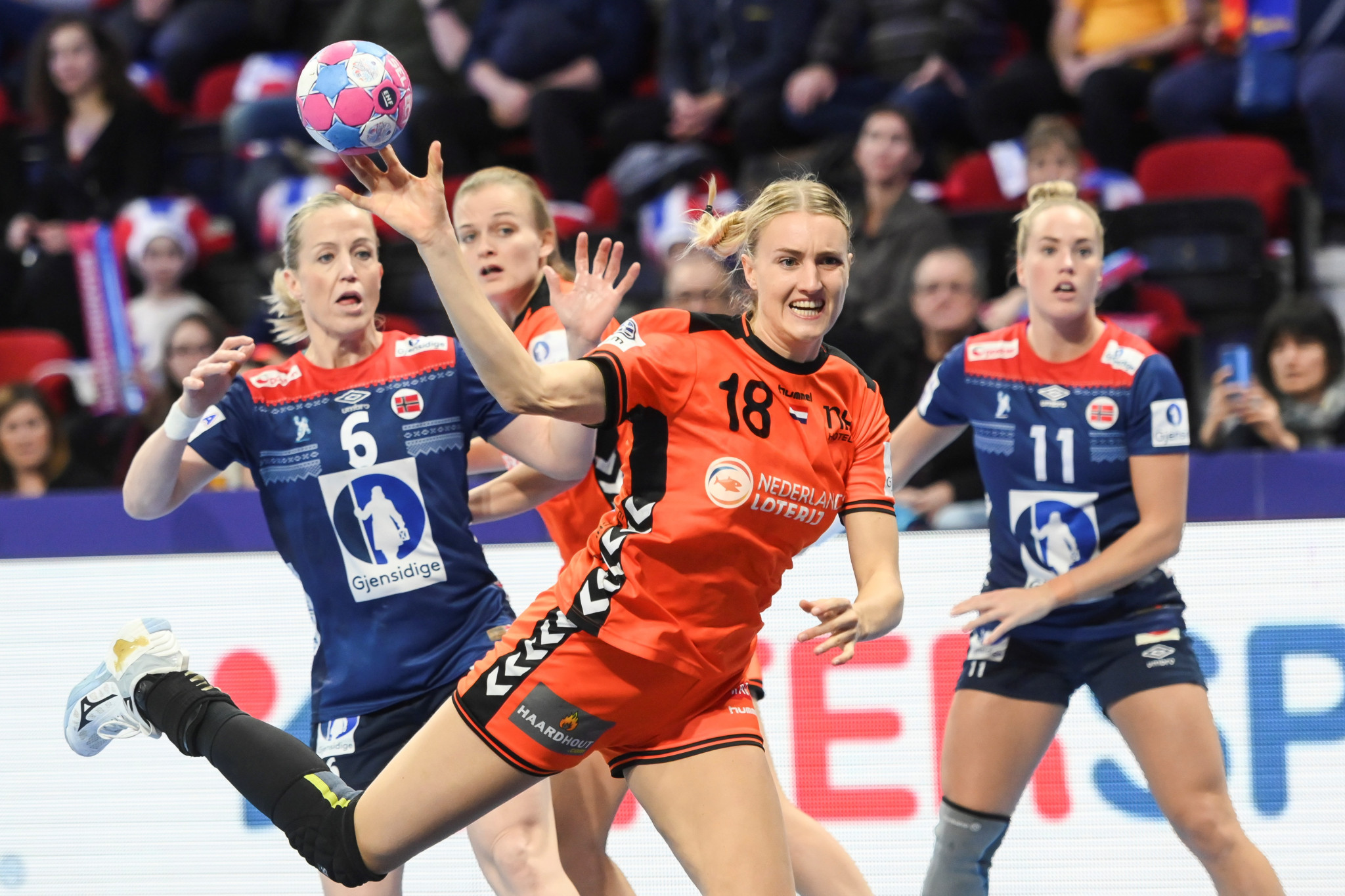 Norway keep semi-final hopes alive at European Women's Handball Championship