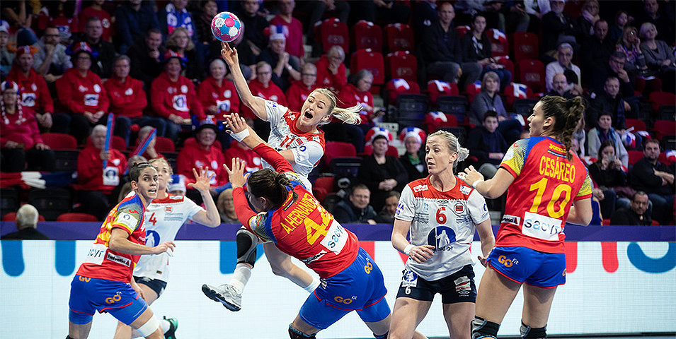 Defending champions Norway won their third and final qualifying group match against Spain, 33-26, and other results meant they earned a place in the semi-finals of the European Women's Handball Championships ©EHF