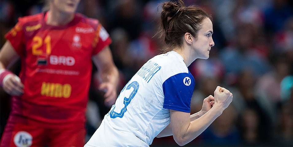 Anna Vyakhireva was an inspiring figure in Russia's semi-final win over Romania in the European Women's Handball Championships as she scored 13 goals ©EHF