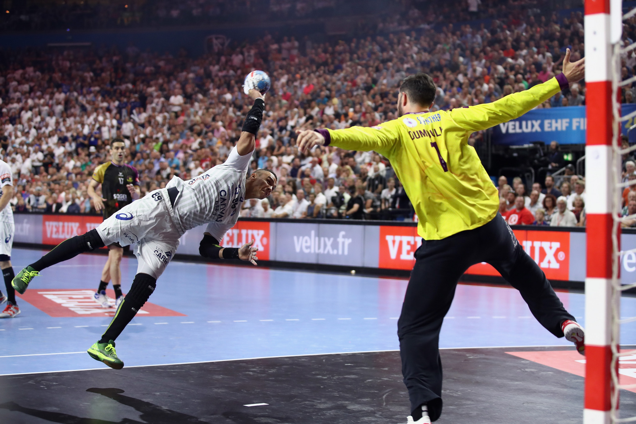 Sixteen teams will compete in the men's EHF Champions League from the 2020/2021 season rather than the current twenty four teams ©Getty Images