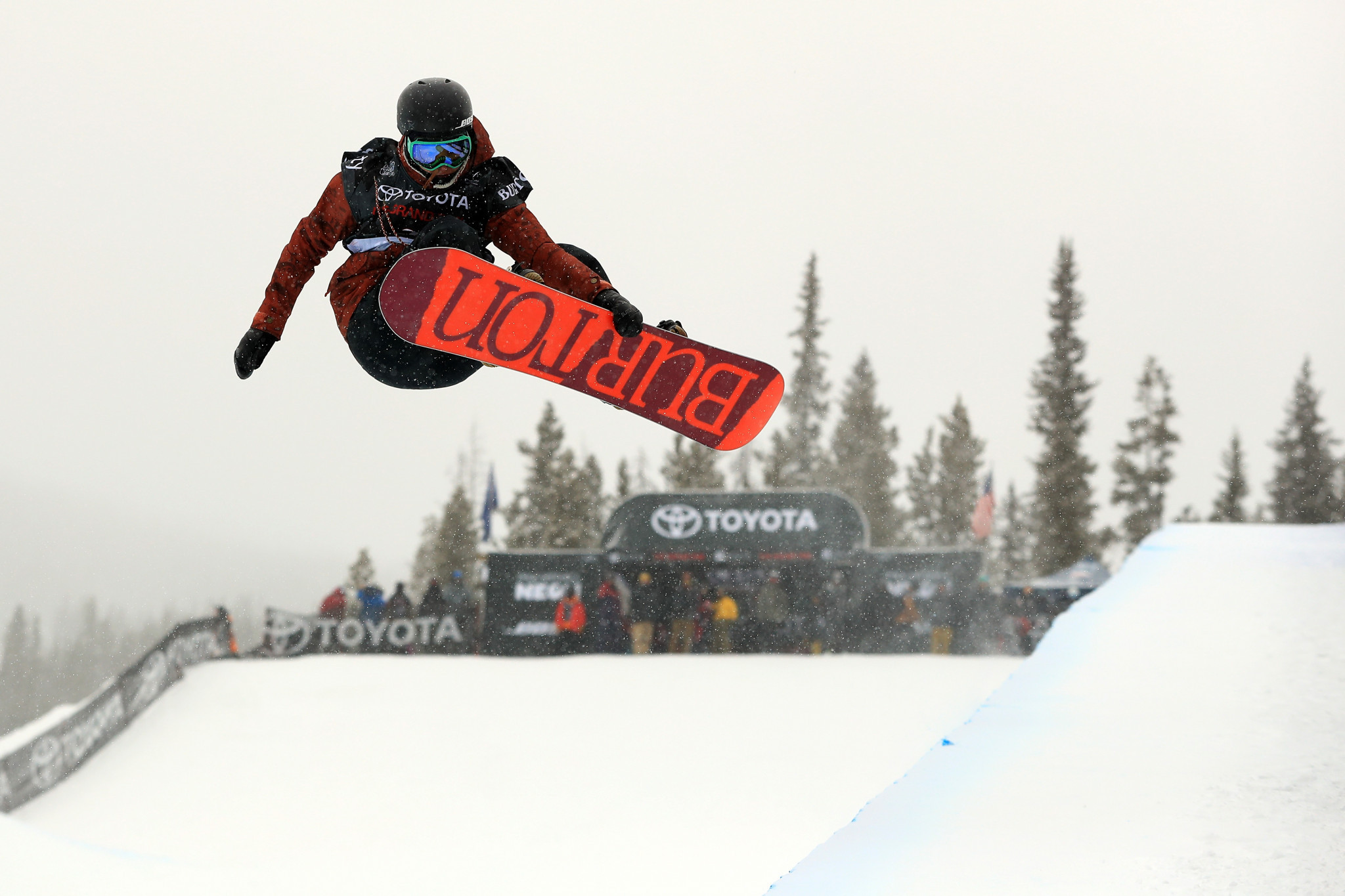 Cai tops qualification on home snow at FIS Snowboard Halfpipe World Cup