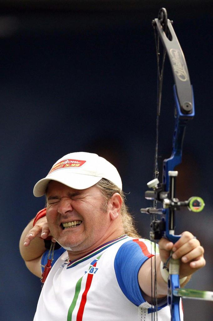 Italian Para-archer Simonelli claims two new world records