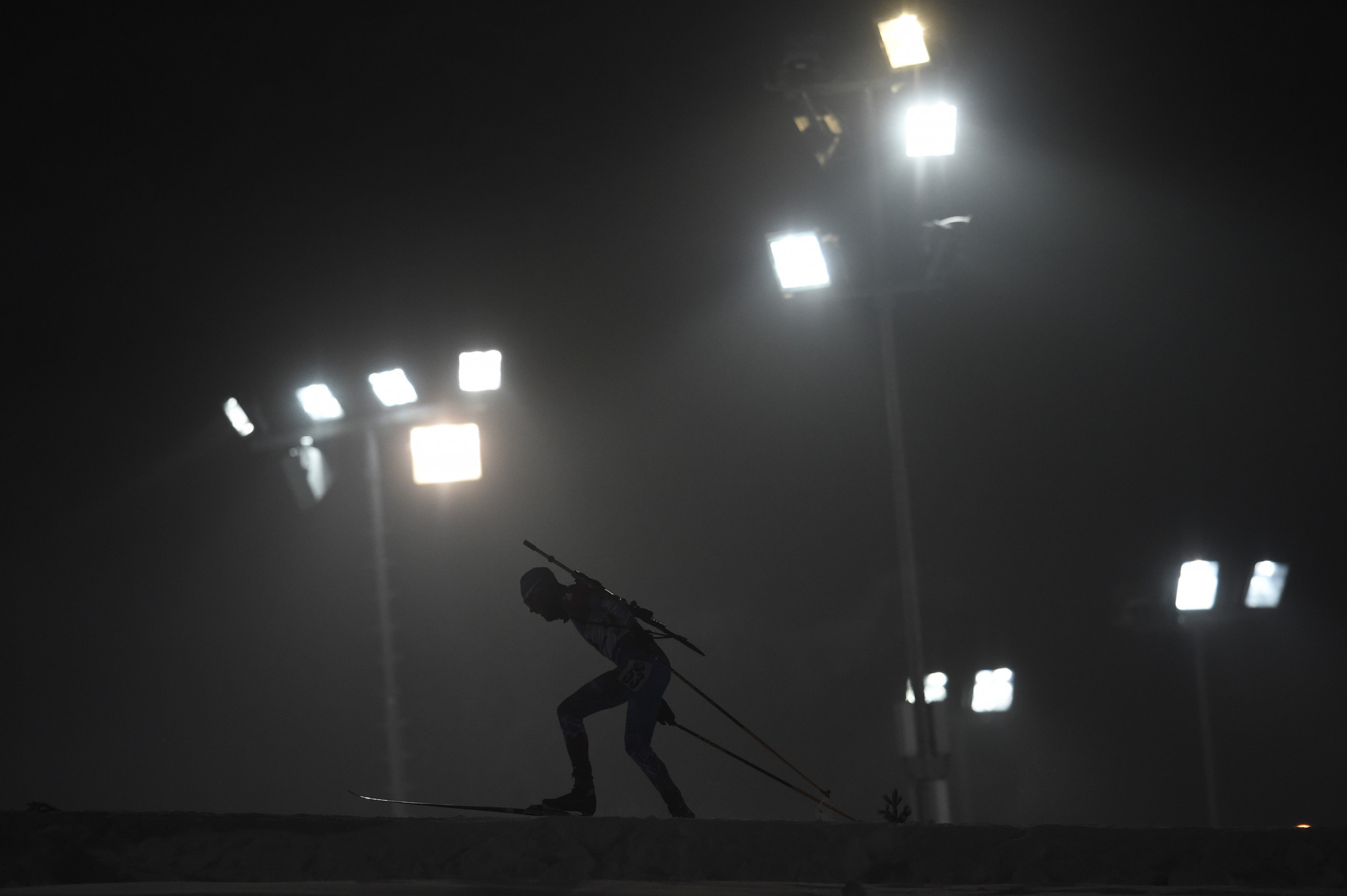 The floodlight competition saw an impressive accuracy in biathletes' shooting ©Getty Images