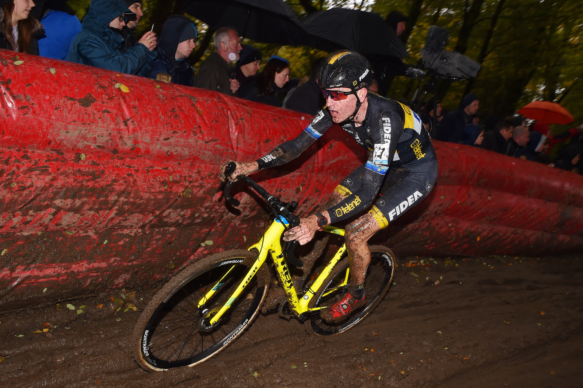 Van der Poel looking to continue imperious form as UCI Cyclo-Cross World Cup heads to Namur
