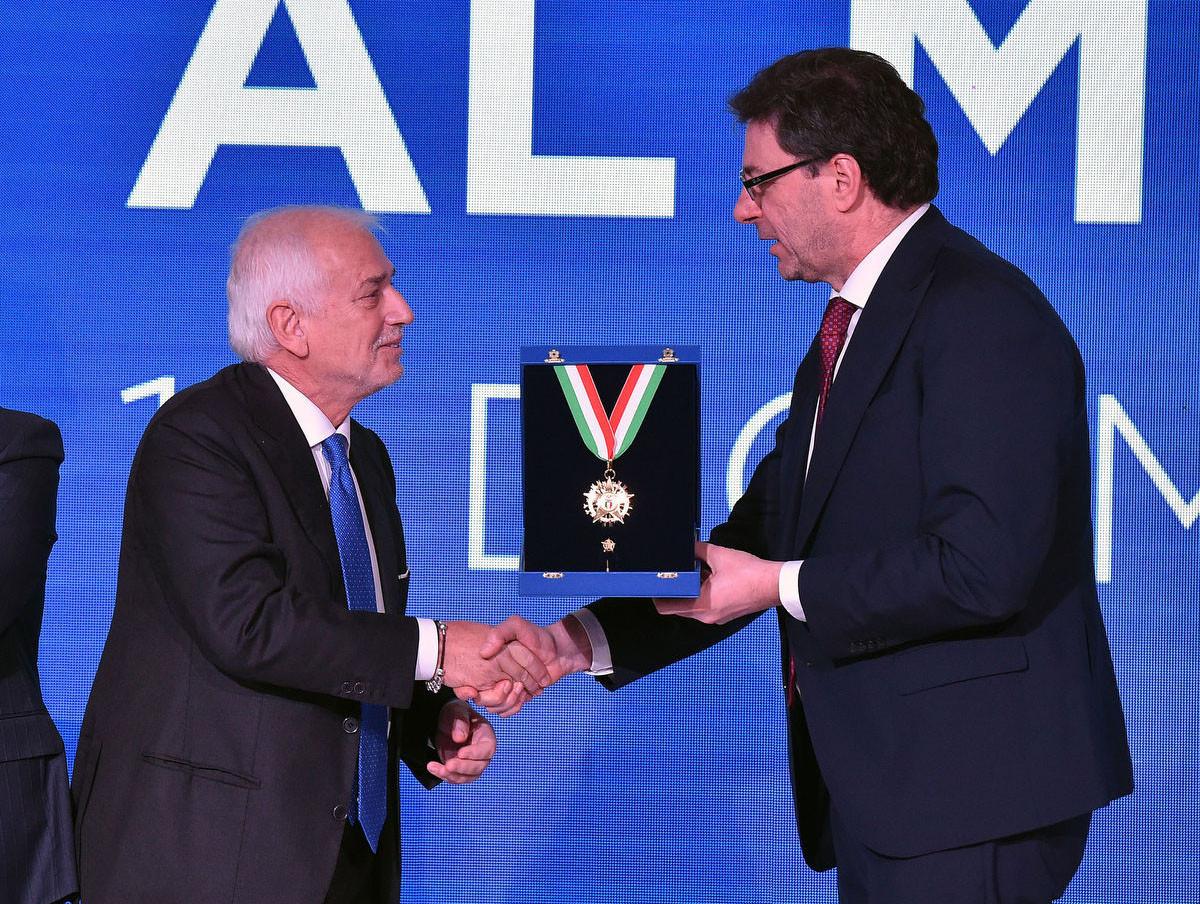 EOC secretary general Raffaele Pagnozzi receives the highest award in Italian sport, the Collari d'Oro, in Rome ©CONI