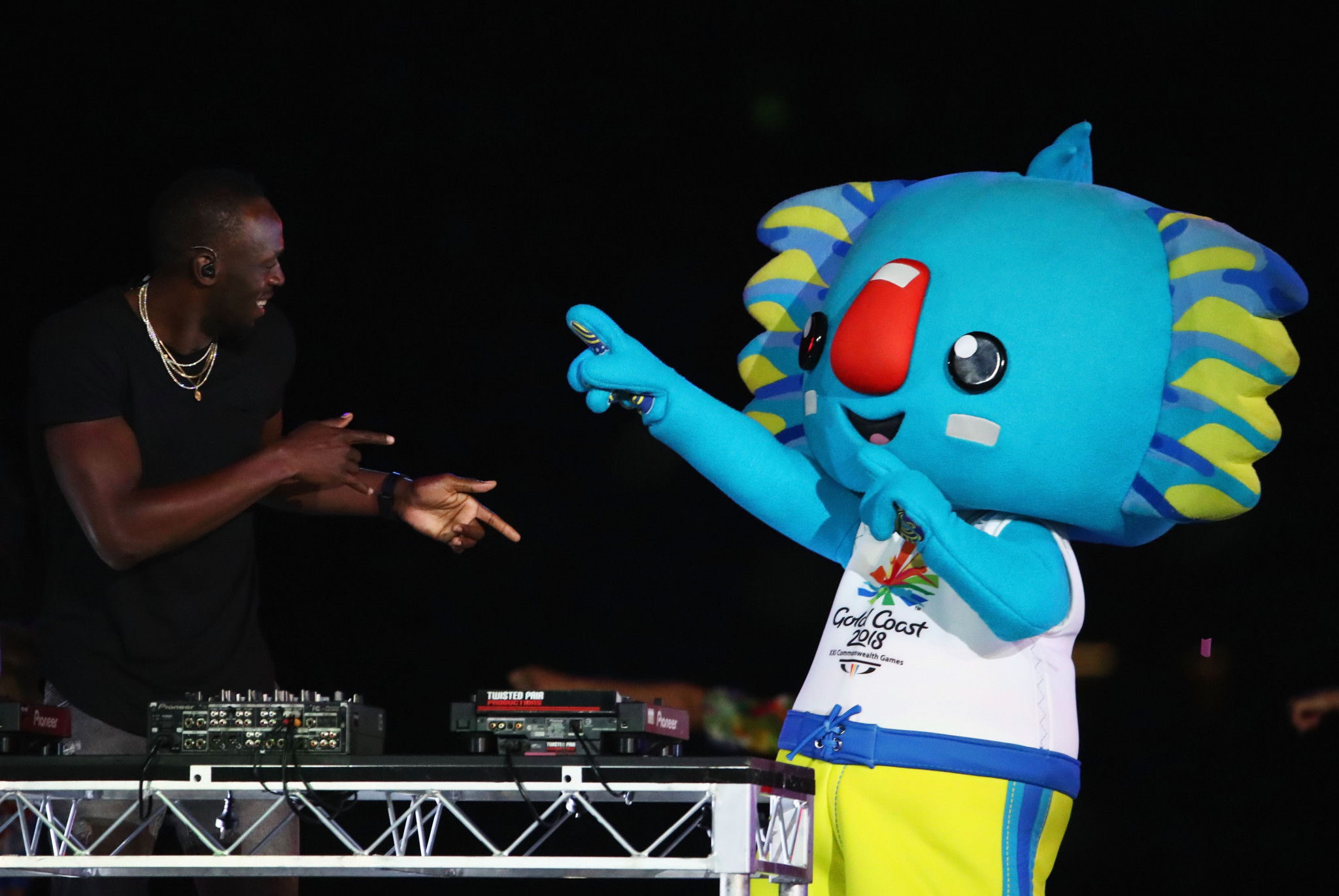 Mascot Borobi dances with sprint legend Usain Bolt at a Closing Ceremony which was hit by organisational problems  ©Getty Images