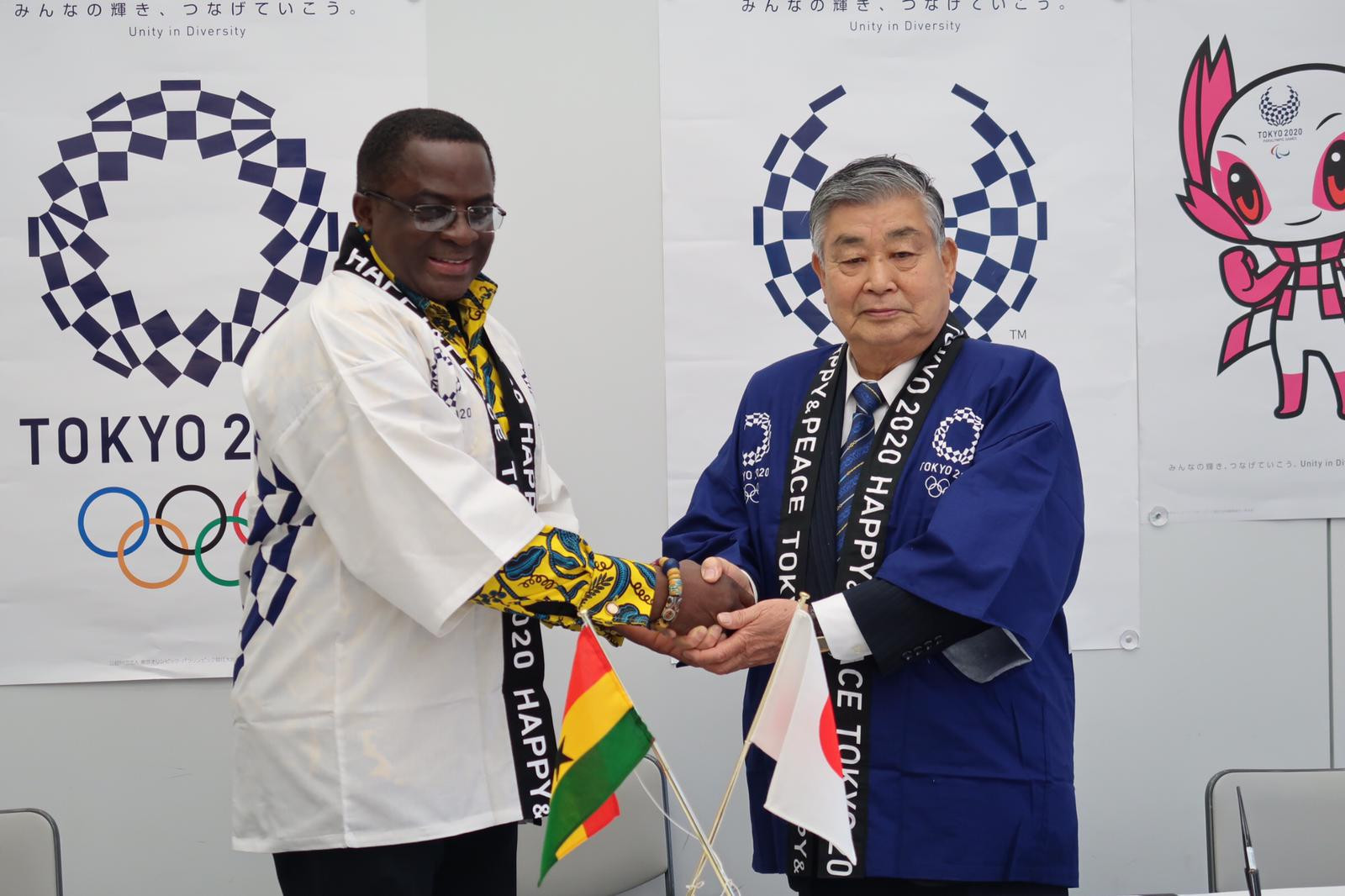 President of the GOC Ben Nunoo-Mensah and the mayor of Inawashiro Town Hiroshi Zenga signed a memorandum of understanding allowing access to free training facilities prior to the Tokyo 2020 Olympic Games ©GOC