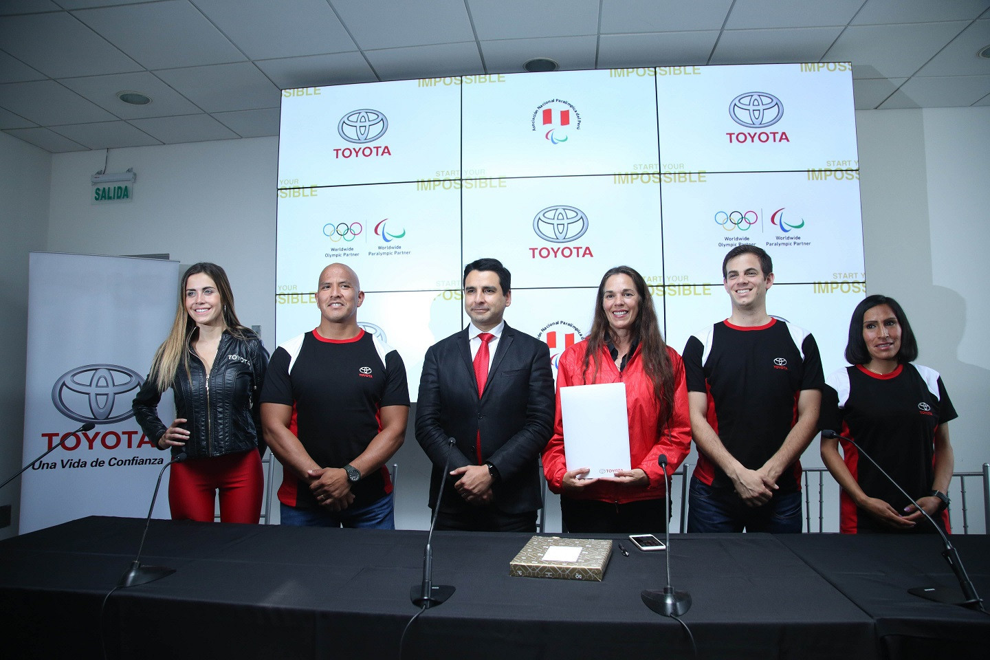 The deal between the National Paralympic Association of Peru and Toyota includes badminton player and athlete Pedro Pablo de Vinatea and Carlos Felipa becoming ambassadors for the Japanese car manufacturer ©ANPP