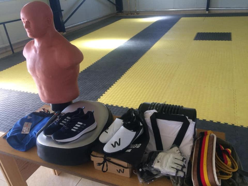 Yahya Basam Al-Ghoutani received an array of items ©Taekwondo Humanitarian Foundation/Facebook