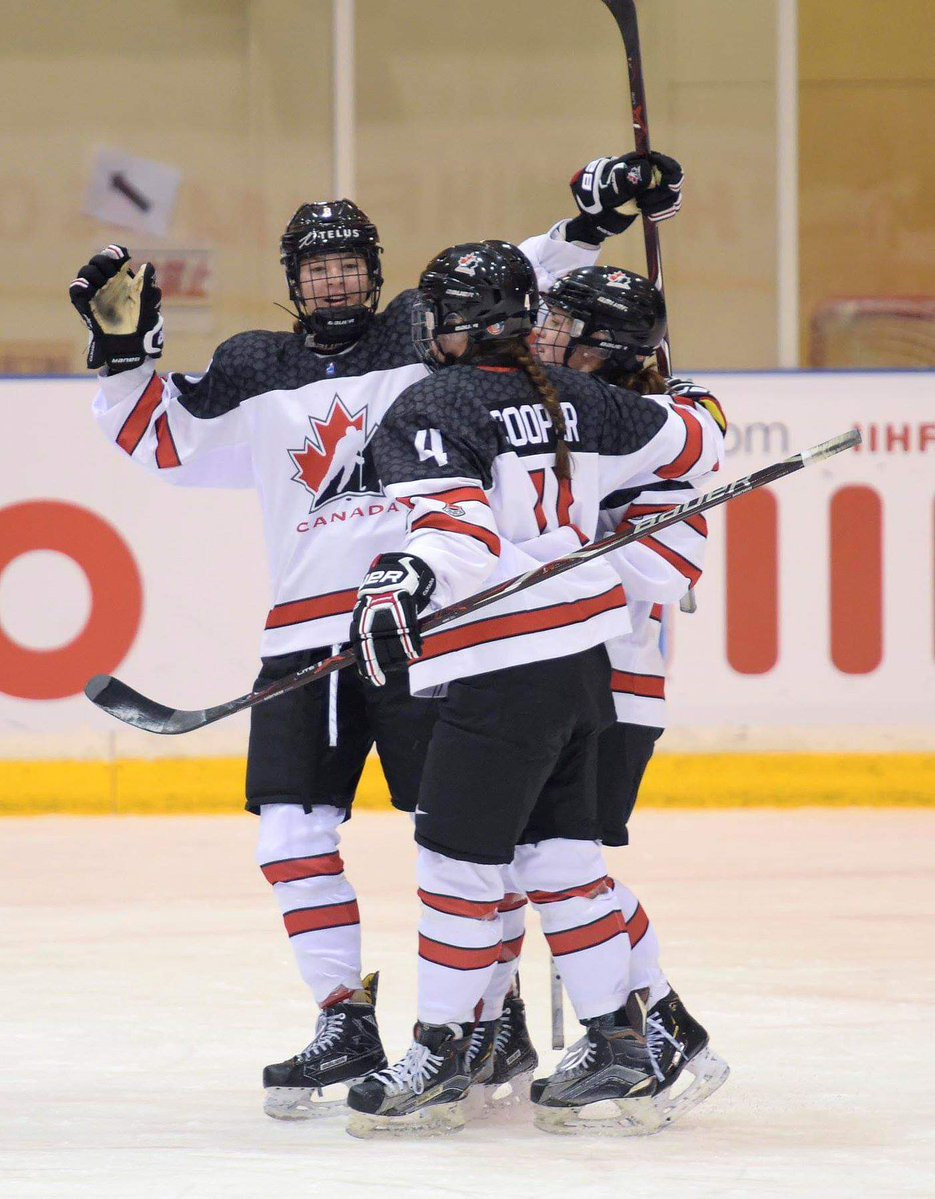 Canada saw off Russia 5-1 to advance straight into the semi-finals ©IIHF/Twitter
