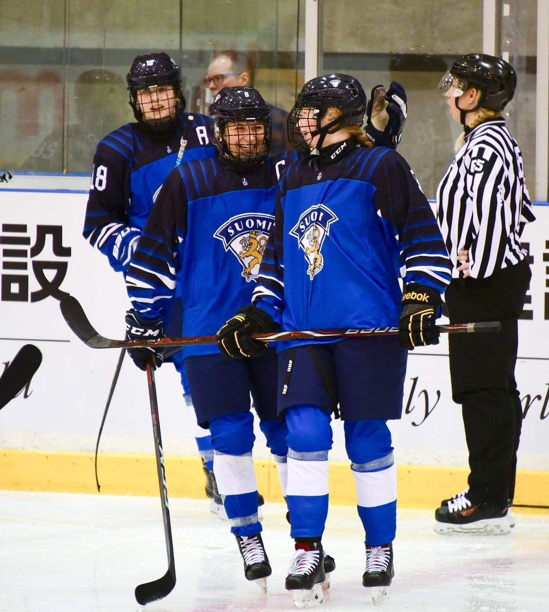 Finland celebrate defeating Sweden at the IIHF Under-18 Women's World Championship in Obihiro ©IIHF