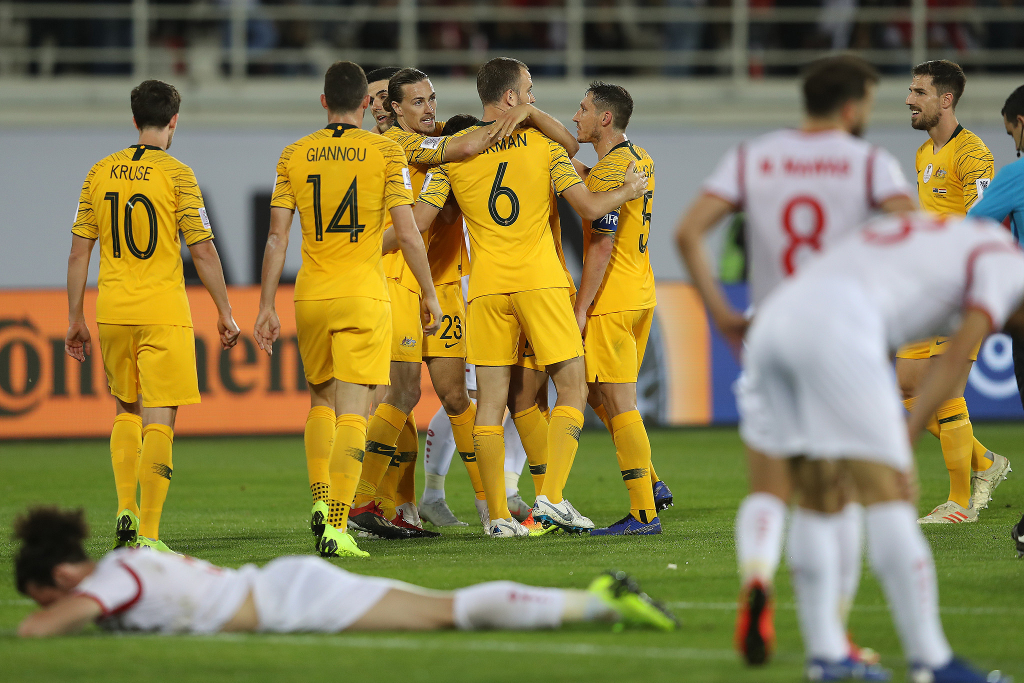 Tom Rogic fired home an injury-time winner as Asian Cup holders Australia progressed to the knock-out round ©Getty Images