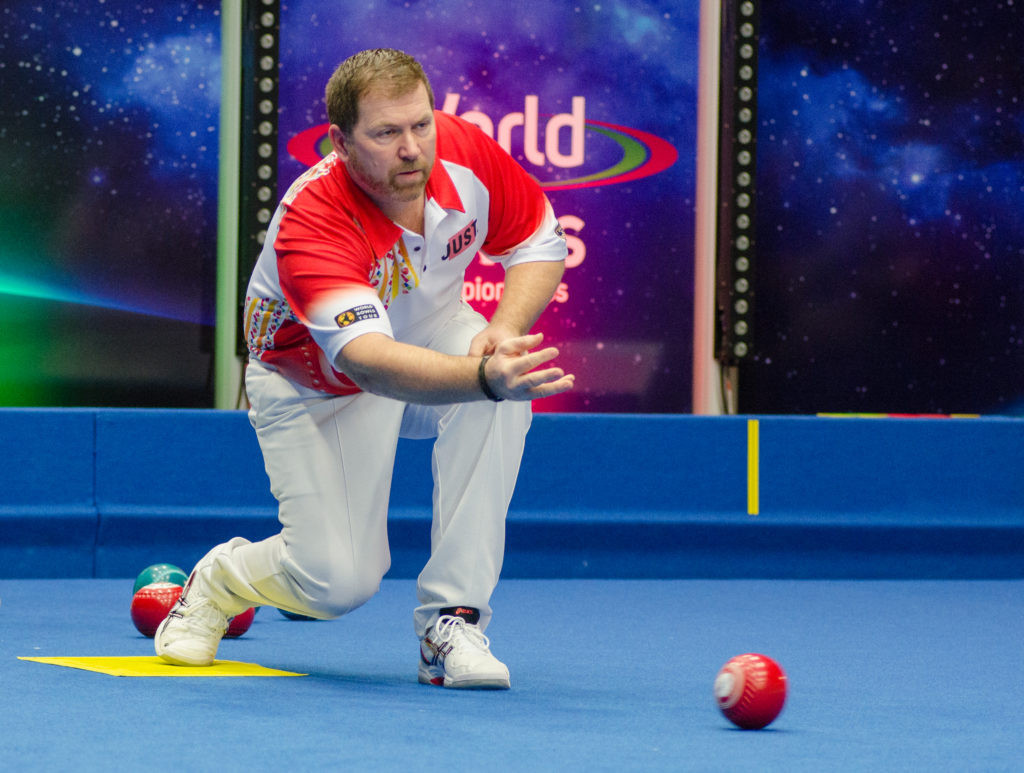 Mervyn King beat fellow Englishman Shaun Jones in a nail-biting tie-break to advance from the first round of the singles event at the World Indoor Bowls Championships in Norfolk ©World Bowls Tour